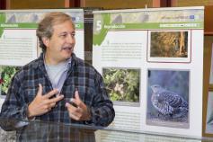 El director del proyecto y subdirector de la Fundación Biodiversidad, Ignacio Torres, en la oficina administrativa del Parque Nacional de Picos de Europa en Posada de Valdeón