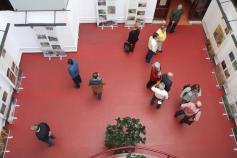 La exposición sobre el urogallo cantábrico en la Casa de Cultura Escuelas Dorado de Langreo (Asturias)